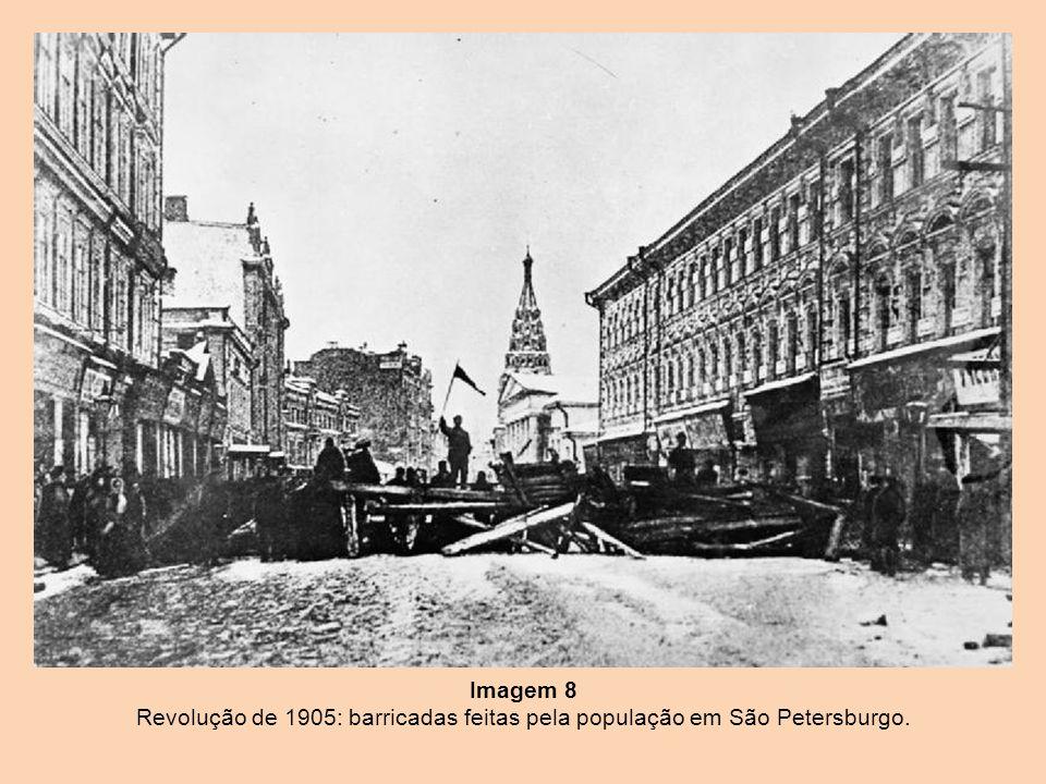 Imagem 8 Revolução de 1905: barricadas feitas pela população em São Petersburgo.