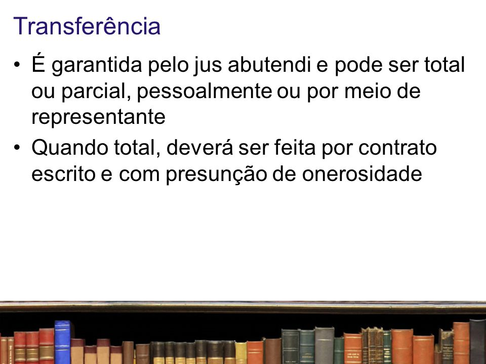 Publicação É o oferecimento da obra ao conhecimento do público com o consentimento do autor ou titular (papel do editor, pessoa física ou jurídica ao qual se atribui o direito exclusivo de reprodução da obra e o dever de divulgá- la)