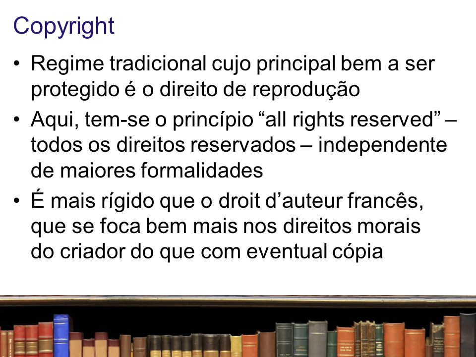 Copyleft Termo sem tradução para o português, já que é um trocadilho com o termo copyright Nada mais é que uma forma de usar a lei de direitos autorais com o objetivo de retirar algumas barreiras ao uso, difusão e modificação de uma obra criativa exigindo que as mesmas liberdades sejam preservadas em versões modificadas