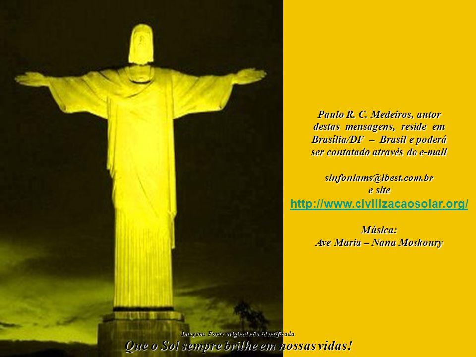 Que Nossa Senhora - Rai- nha da Paz, Senhora da Luz, Senhora do Sol, Mãe Univer- sal e de tantos outros nomes - estenda o Seu Manto Prote- tor, Seu Ma