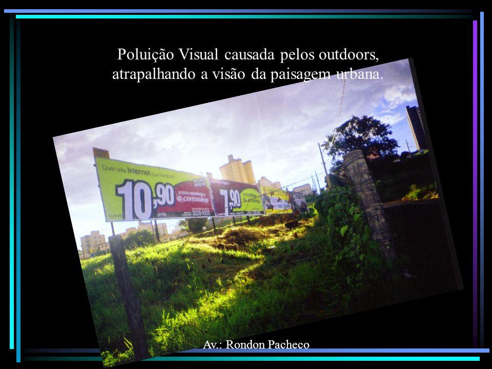 Av.: Rondon Pacheco Poluição Visual causada pelos outdoors, atrapalhando a visão da paisagem urbana.