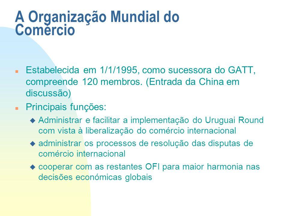 A Organização Mundial do Comércio n Estabelecida em 1/1/1995, como sucessora do GATT, compreende 120 membros. (Entrada da China em discussão) n Princi