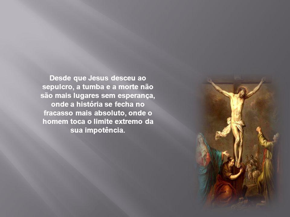 Nesta noite, contemplamos Jesus com seu rosto cheio de dor, escarnecido, ultrajado, desfigurado pelo pecado do homem; amanhã de noite, o contemplaremo