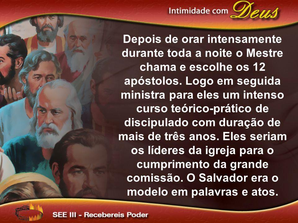Depois de orar intensamente durante toda a noite o Mestre chama e escolhe os 12 apóstolos. Logo em seguida ministra para eles um intenso curso teórico