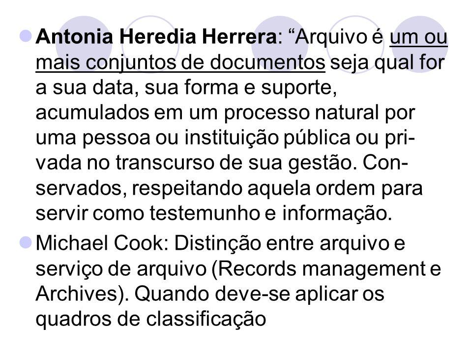 """Antonia Heredia Herrera: """"Arquivo é um ou mais conjuntos de documentos seja qual for a sua data, sua forma e suporte, acumulados em um processo natura"""