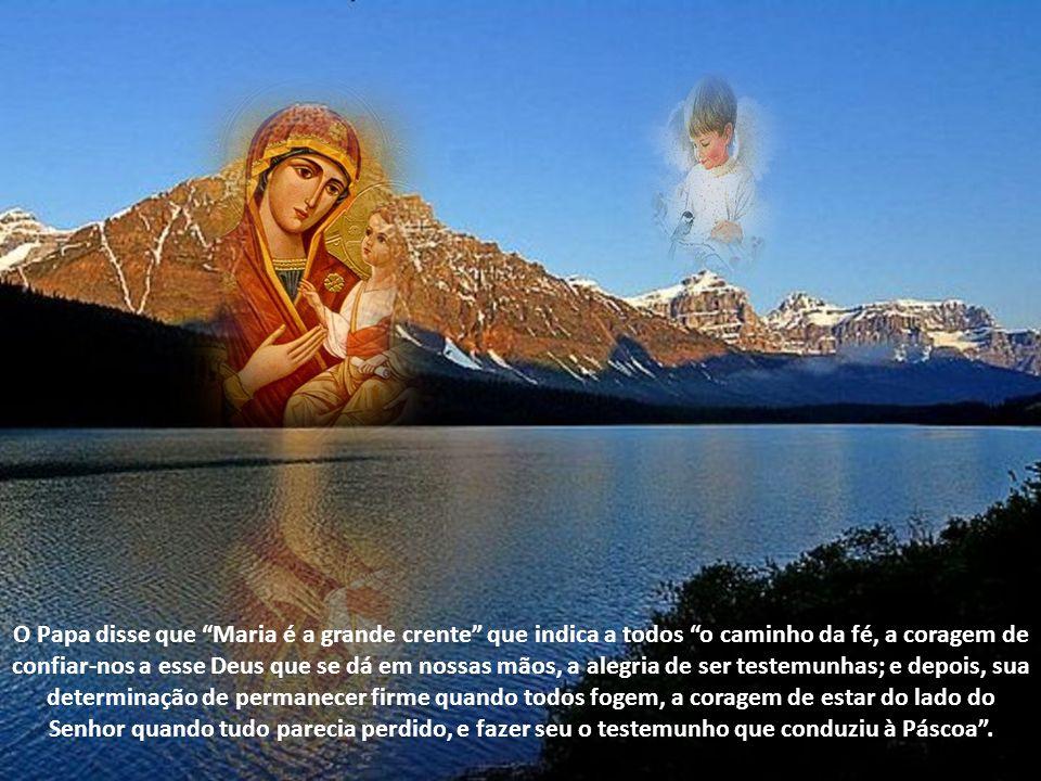 A catolicidade não pode existir sem uma atitude mariana , afirmou, recordando que ser católicos quer dizer ser marianos, que isso significa o amor pela Mãe, que na Mãe e pela Mãe encontramos o Senhor .