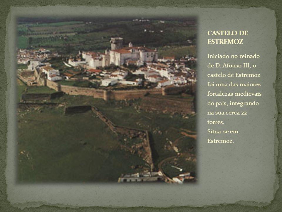Iniciado no reinado de D. Afonso III, o castelo de Estremoz foi uma das maiores fortalezas medievais do país, integrando na sua cerca 22 torres. Situa