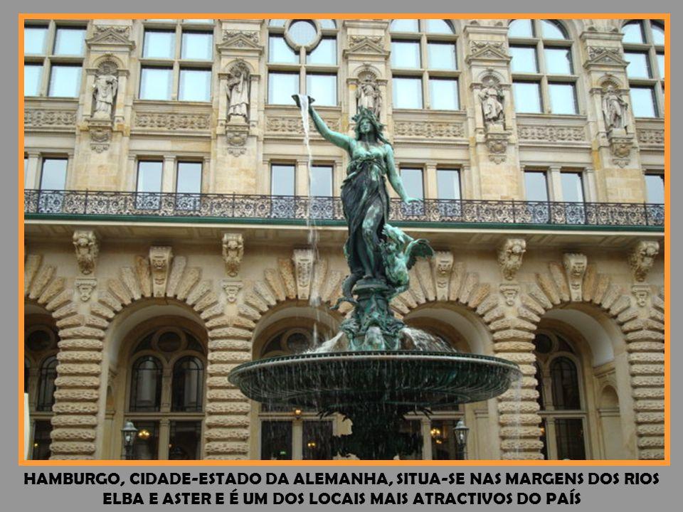 A CATEDRAL DE COLÓNIA COMEÇOU A SER CONSTRUÍDA EM 1248 E CONCLUÍDA EM 1880, TENDO FICADA BASTANTE DANIFICADA DURANTE A 2ª GUERRA MUNDIAL