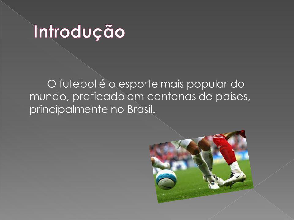 O futebol é o esporte mais popular do mundo, praticado em centenas de países, principalmente no Brasil.
