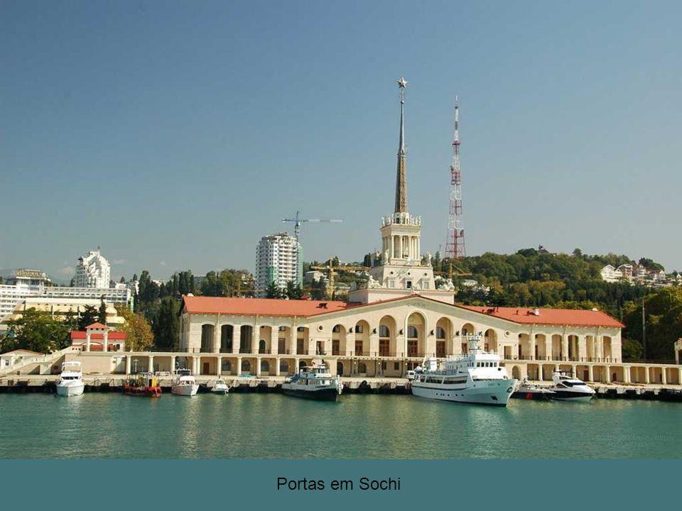 Na estância russa cidade de Sochi, na costa do mar Negro está chegando ao fim da construção dos esportes enormes complexos.