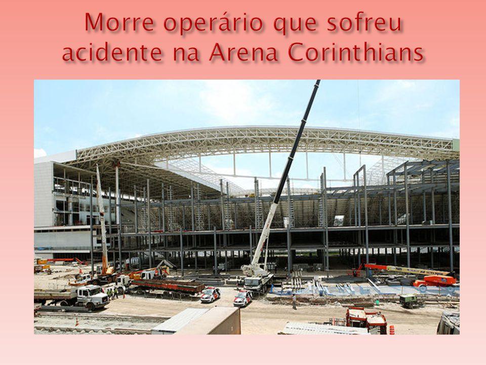  O operário Fabio Hamilton da Cruz, de 23 anos, que trabalhava na instalação das arquibancadas provisórias da Arena Corinthians, morreu na tarde deste sábado após sofrer um acidente no estádio que vai abrir a Copa do Mundo de 2014.