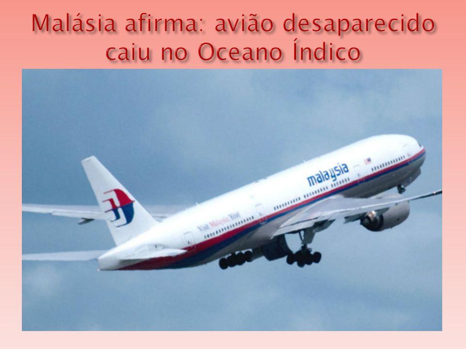  A equipe responsável por procurar o Boeing 777 da Malaysia Airlines suspendeu a busca aérea por causa das más condições climáticas.