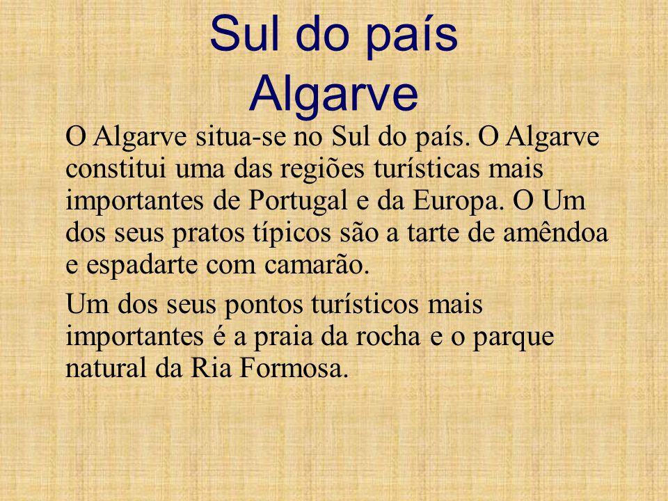 Sul do país Algarve O Algarve situa-se no Sul do país. O Algarve constitui uma das regiões turísticas mais importantes de Portugal e da Europa. O Um d