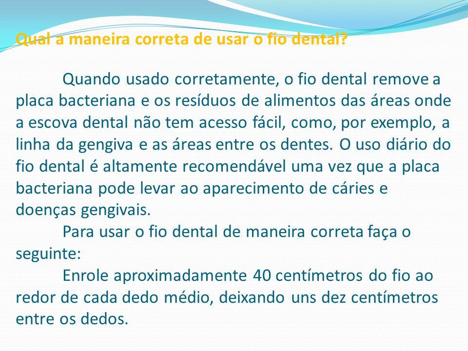 Qual a maneira correta de usar o fio dental? Quando usado corretamente, o fio dental remove a placa bacteriana e os resíduos de alimentos das áreas on
