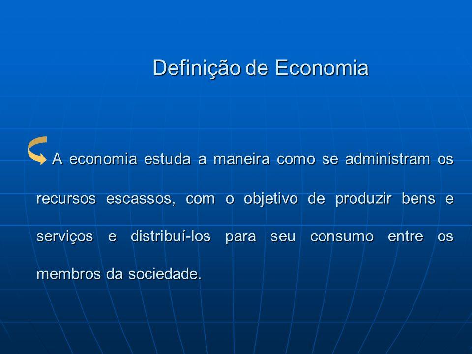 Definição de Economia A economia estuda a maneira como se administram os recursos escassos, com o objetivo de produzir bens e serviços e distribuí-los