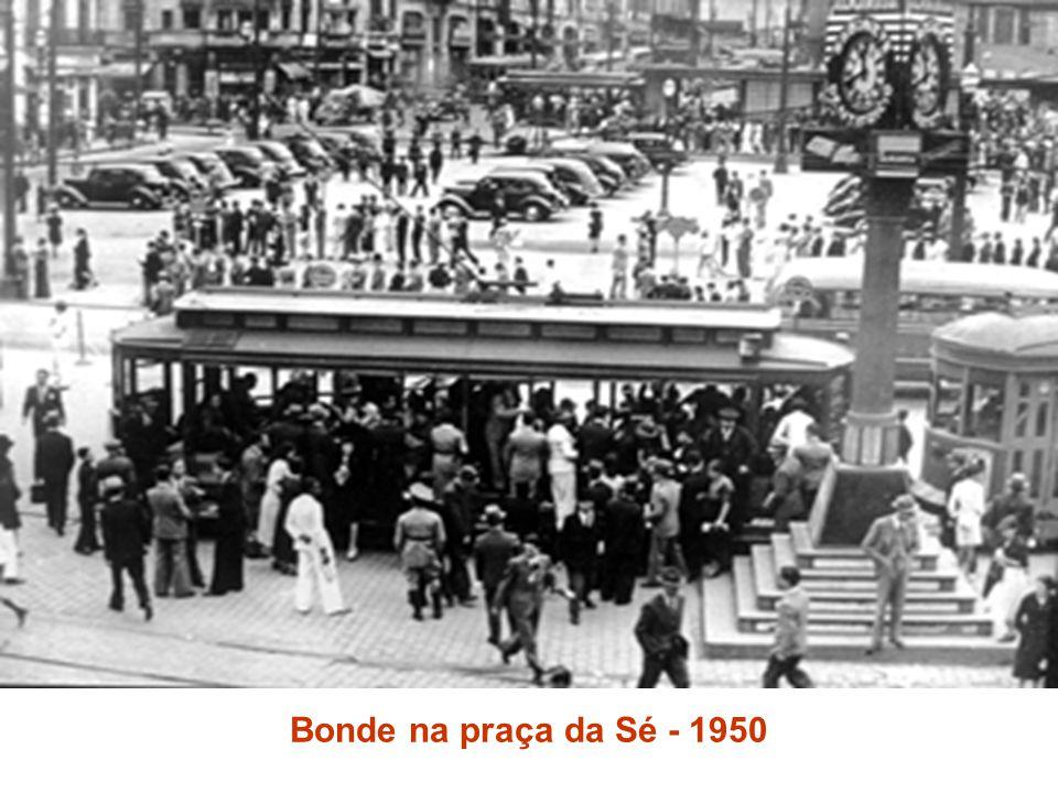 Bonde na praça da Sé - 1950