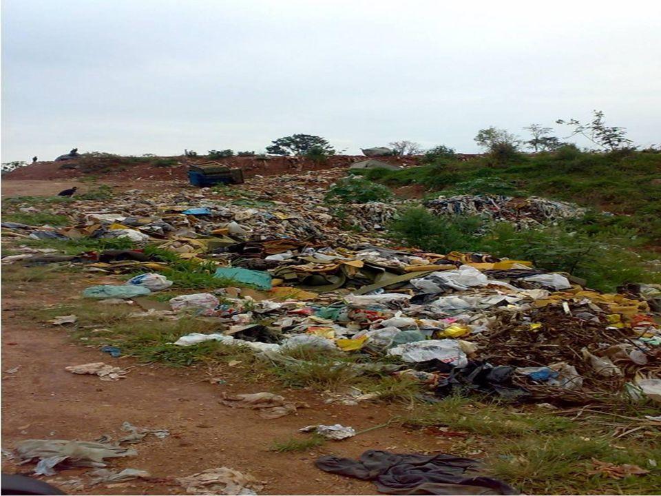 Fotos do lixão - Monte Sião/2010 Observem o aumento do volume de lixo do ano de 2007 (fotos anteriores), para o ano de 2010 (fotos a seguir).
