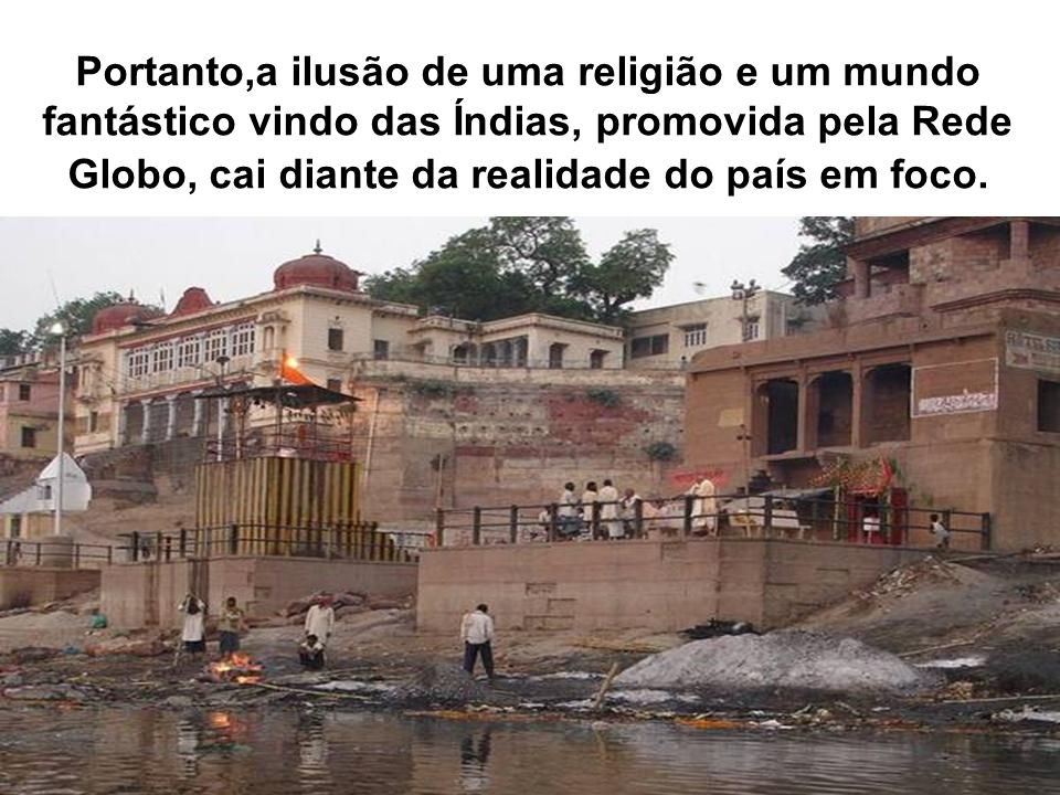 NESTA FOTO VOCÊ PODE VER QUE O CADÁVER DA FOTO ANTERIOR APARECE NO CANTO INFERIOR DIREITO AO MESMO TEMPO QUE PESSOAS BANHAM NO RIO.