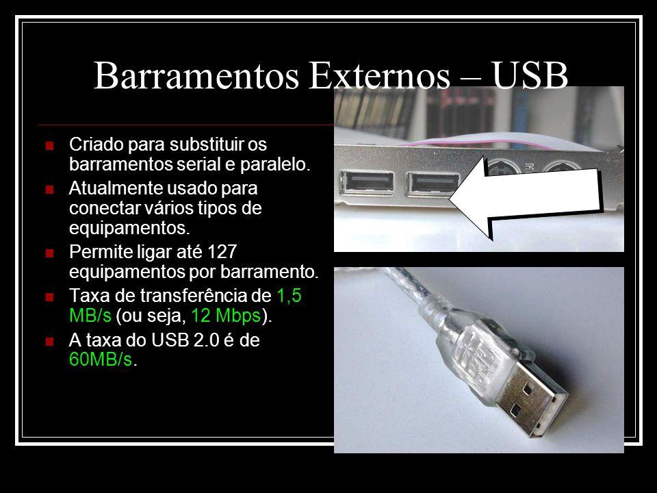 Barramentos Externos – USB Criado para substituir os barramentos serial e paralelo. Atualmente usado para conectar vários tipos de equipamentos. Permi