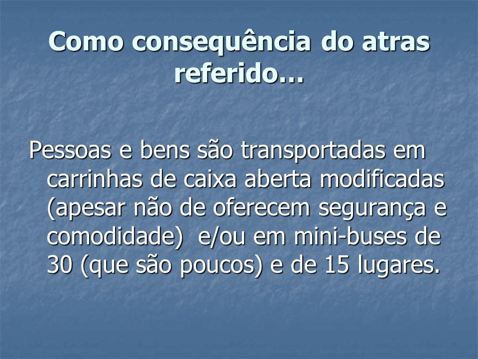 Como consequência do atras referido… Pessoas e bens são transportadas em carrinhas de caixa aberta modificadas (apesar não de oferecem segurança e com