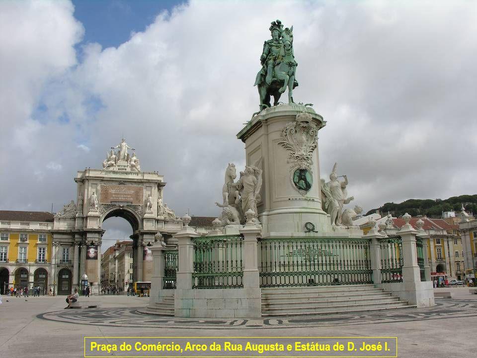 www.vitanoblepowerpoints.net Praça do Comércio, Arco da Rua Augusta e Estátua de D. José I.