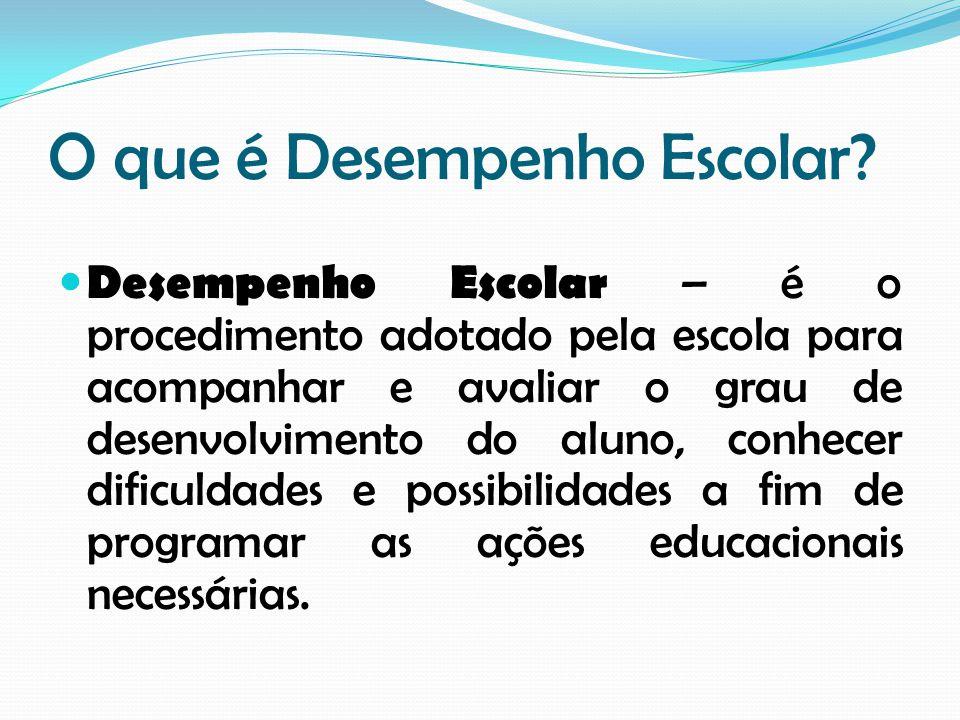 O que é Desempenho Escolar? Desempenho Escolar – é o procedimento adotado pela escola para acompanhar e avaliar o grau de desenvolvimento do aluno, co