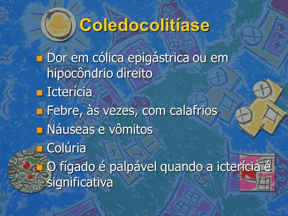 Coledocolitíase Dor em cólica epigástrica ou em hipocôndrio direito Dor em cólica epigástrica ou em hipocôndrio direito Icterícia Icterícia Febre, às