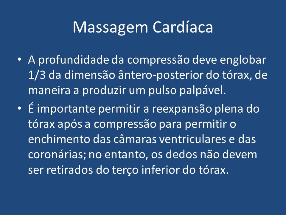 Massagem Cardíaca A profundidade da compressão deve englobar 1/3 da dimensão ântero-posterior do tórax, de maneira a produzir um pulso palpável. É imp