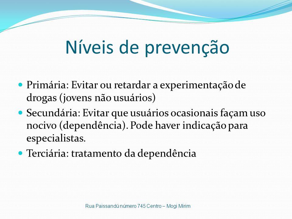 Níveis de prevenção Primária: Evitar ou retardar a experimentação de drogas (jovens não usuários) Secundária: Evitar que usuários ocasionais façam uso nocivo (dependência).