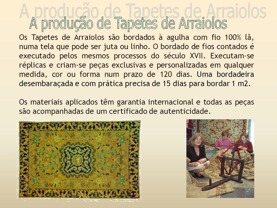 Os Tapetes de Arraiolos são bordados à agulha com fio 100% lã, numa tela que pode ser juta ou linho.