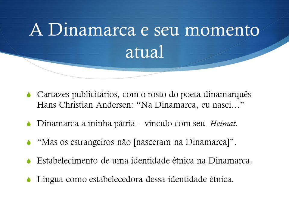 """A Dinamarca e seu momento atual  Cartazes publicitários, com o rosto do poeta dinamarquês Hans Christian Andersen: """"Na Dinamarca, eu nasci…""""  Dinama"""
