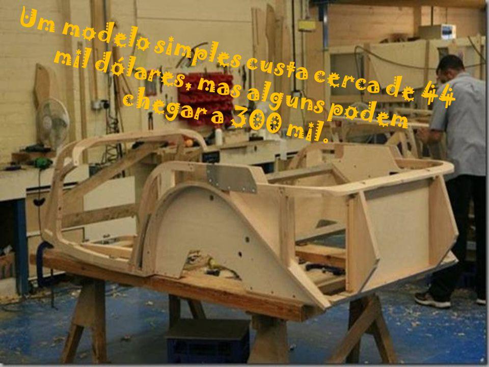 A empresa produz desde 1911 carros de madeira feitos a mão.