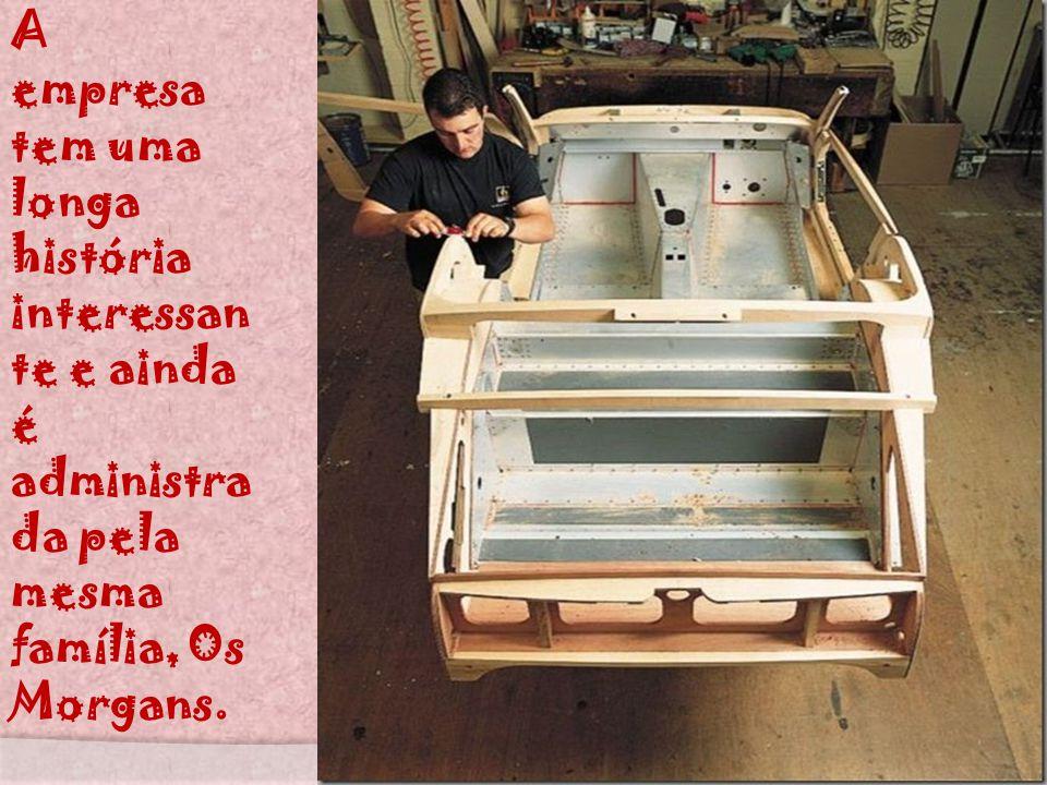Os compradores da marca chegam a esperar mais de um ano, para obter um modelo exclusivo feito de madeira revestido de metal, e todos os carros são dif