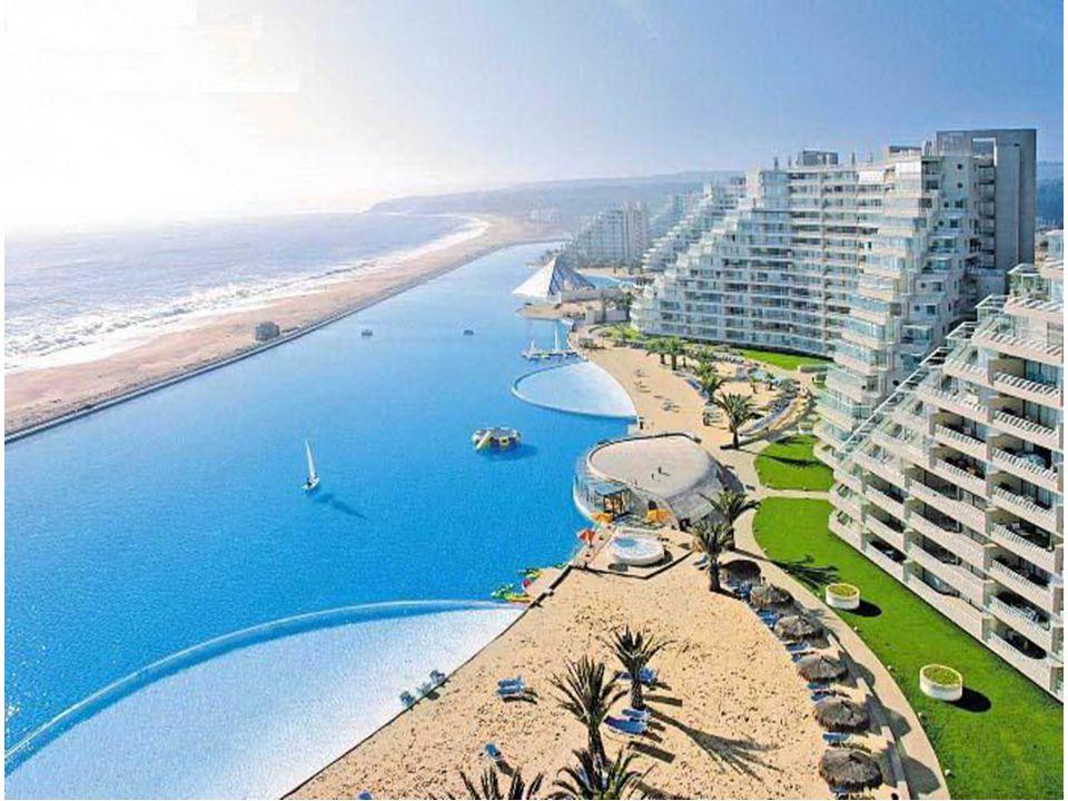 A piscina tem capacidade para 250 mil m³ de água, ou seja, o equivalente a 6 mil piscinas normais de quintal.