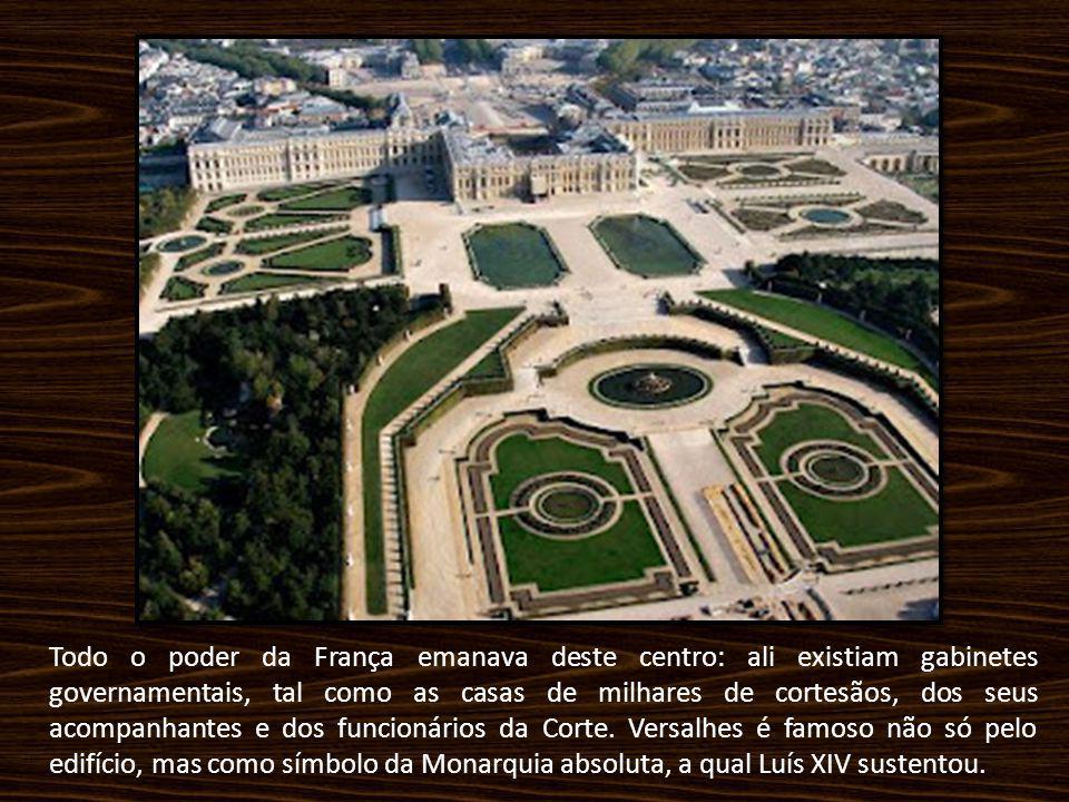 Todo o poder da França emanava deste centro: ali existiam gabinetes governamentais, tal como as casas de milhares de cortesãos, dos seus acompanhantes