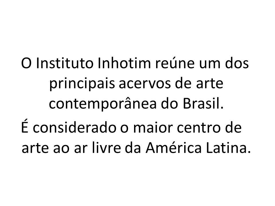 O Instituto Inhotim localiza-se dentro do domínio da Mata Atlântica, a uma altitude que varia entre 700m e 1300m acima do nível do mar.