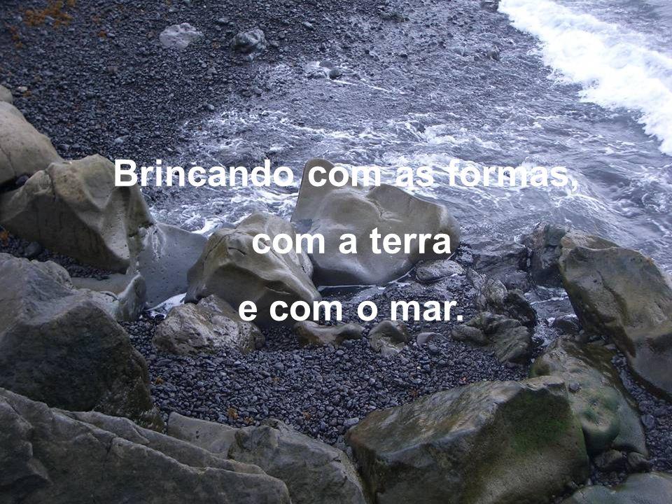 Ilha do Pico, Ilha Negra.Que da lava brotou a pedra e do seu calor o vinho/vida e a paz.