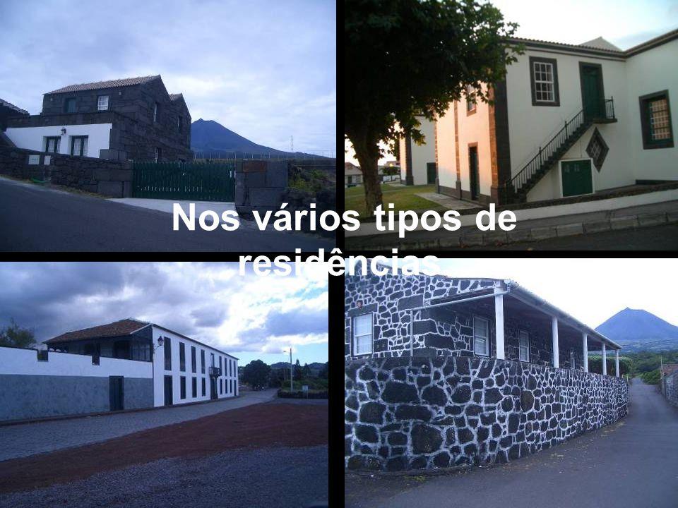 Nos vários tipos de residências.