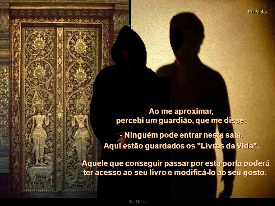 Ria Slides Entre a consciência e o sonho, me deparei com uma grande porta.