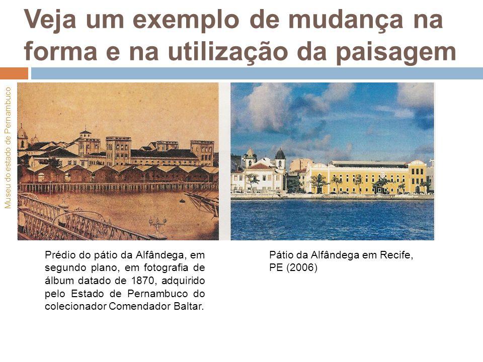 Veja um exemplo de mudança na forma e na utilização da paisagem Prédio do pátio da Alfândega, em segundo plano, em fotografia de álbum datado de 1870,