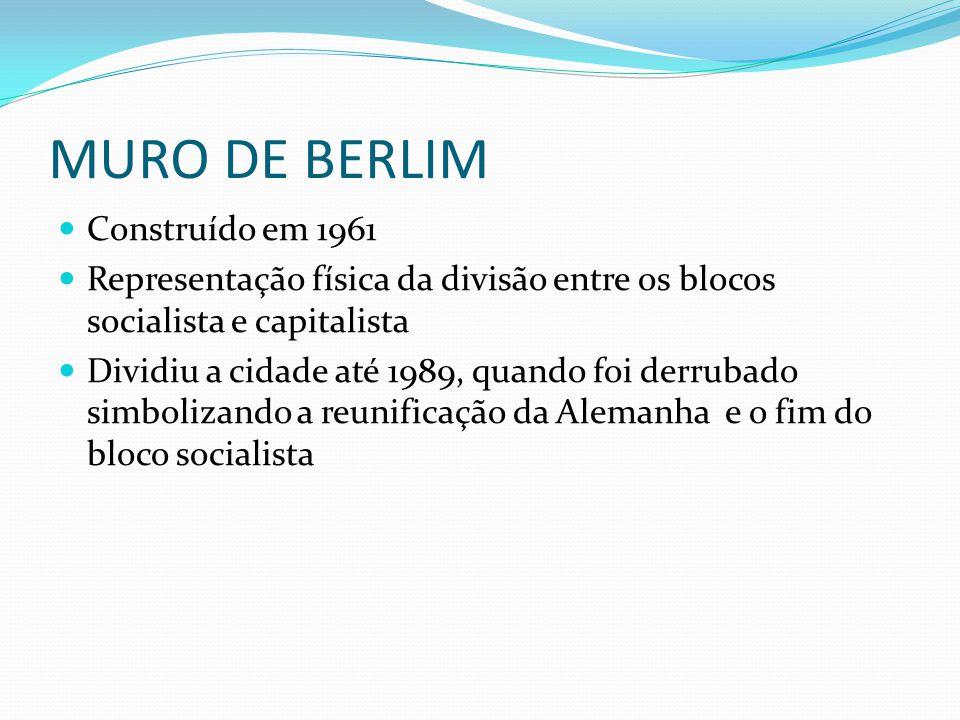 MURO DE BERLIM Construído em 1961 Representação física da divisão entre os blocos socialista e capitalista Dividiu a cidade até 1989, quando foi derru