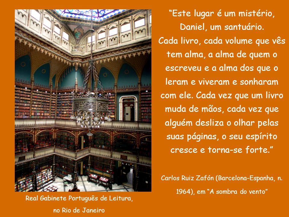 """D'Árabia Casa-biblioteca - do pedreiro sergipano Evando dos Santos - Biblioteca Comunitária Tobias Barreto, no Rio de Janeiro. """"Em uma boa biblioteca,"""