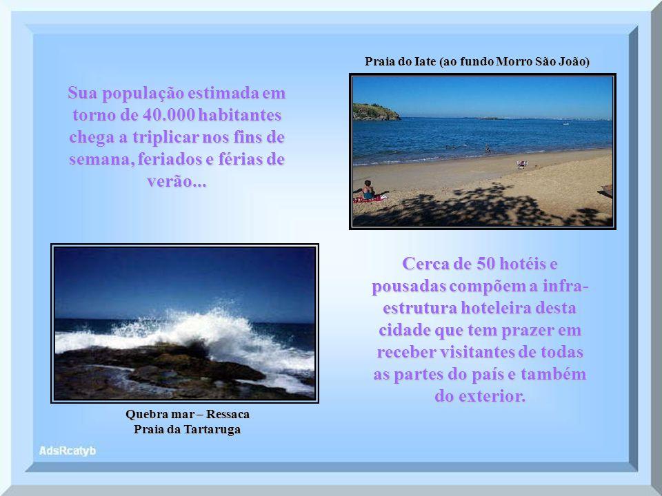 Praia do Bosque Praia do Centro Localizada a 177 Km ao norte da Cidade do Rio de Janeiro, limita-se com os municípios de Casimiro de Abreu e Macaé.