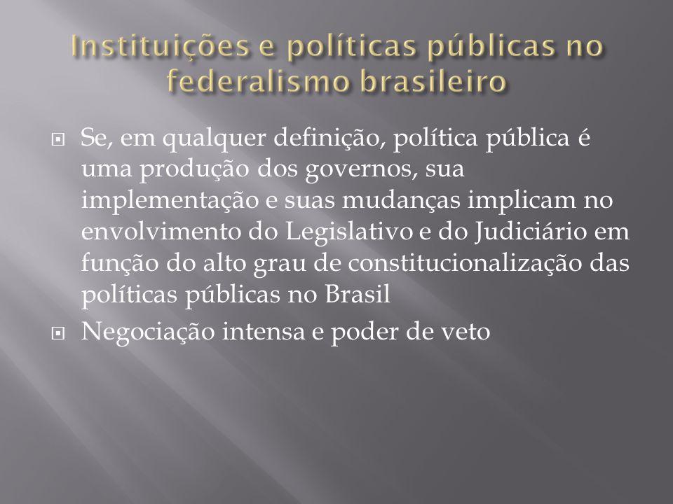  Apesar da existência de políticas que articulam os 3 níveis de governo, as políticas públicas no Brasil contam com poucos mecanismos cooperativos e com um dos entes da federação, os estados, em relativo isolamento e com perda relativa de recursos vis-à-vis os municípios