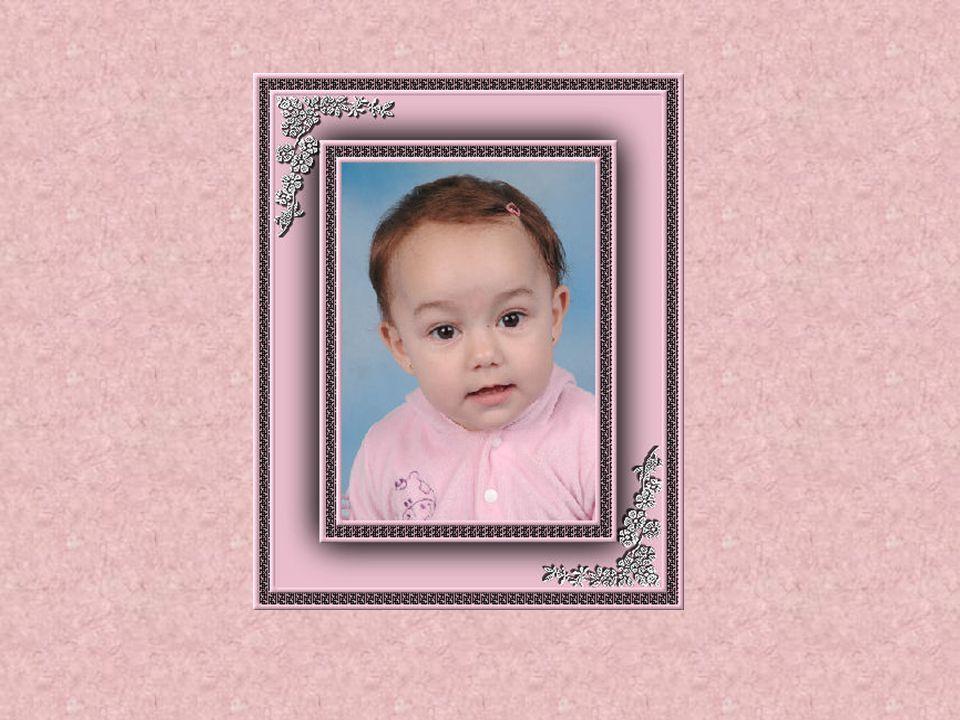 Ah, minha linda menina Meiguice e doçura no olhar À sua família anima Que vive pra te amar