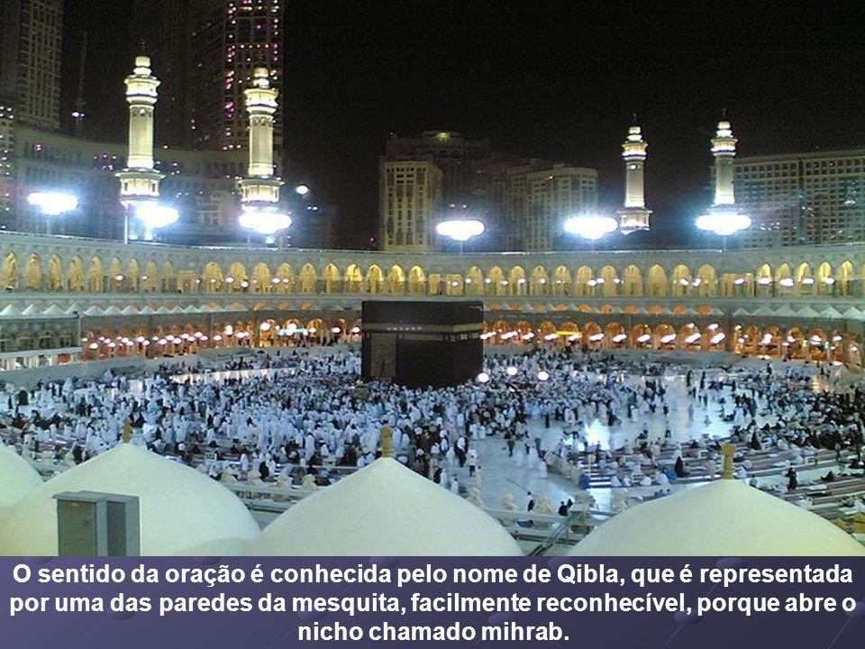 A Kaaba (الكعبة árabe, al-Caaba,
