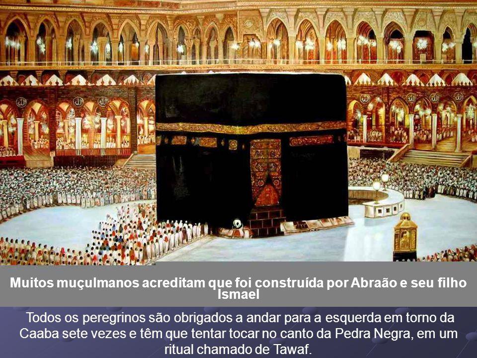 O sentido da oração é conhecida pelo nome de Qibla, que é representada por uma das paredes da mesquita, facilmente reconhecível, porque abre o nicho c
