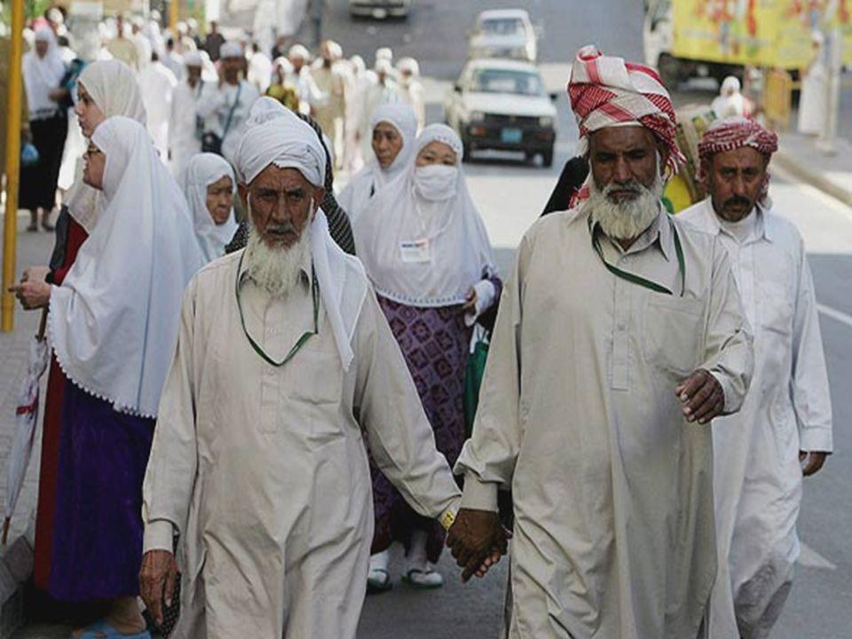 Muitos fazem a peregrinação ou Umrah, que pode ser praticada durante todo o ano. Como é totalmente proibido a entrada dos não-crentes em Meca e Medina
