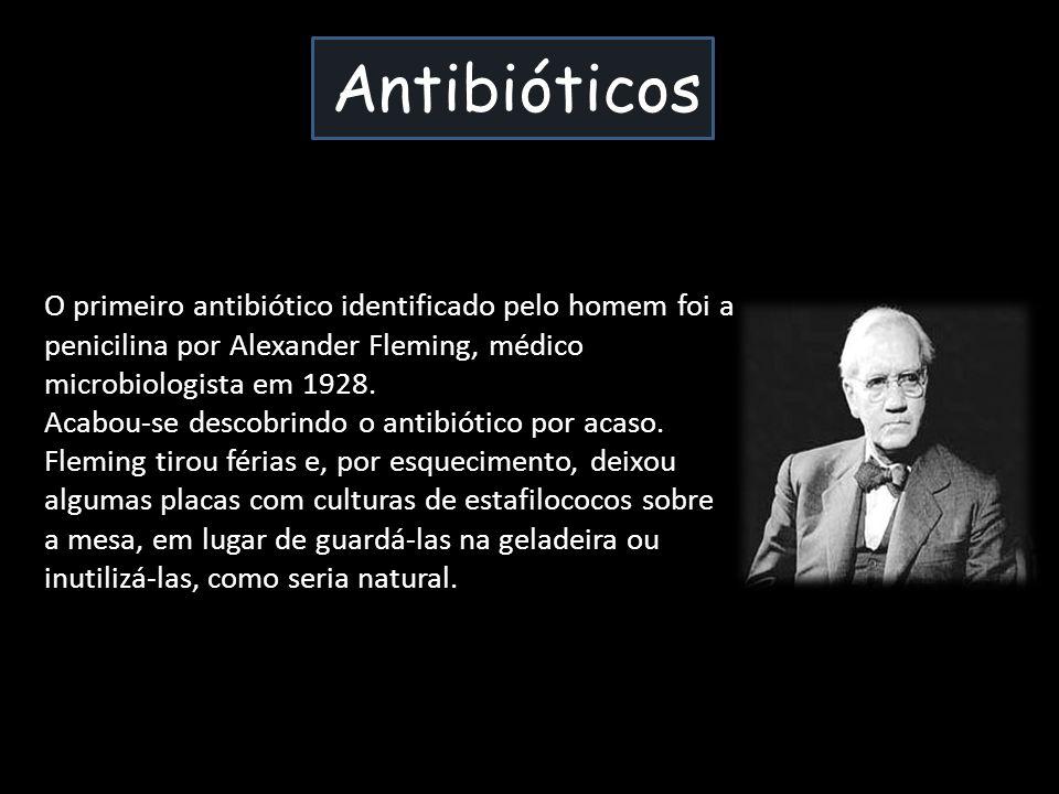 Antibióticos O primeiro antibiótico identificado pelo homem foi a penicilina por Alexander Fleming, médico microbiologista em 1928. Acabou-se descobri