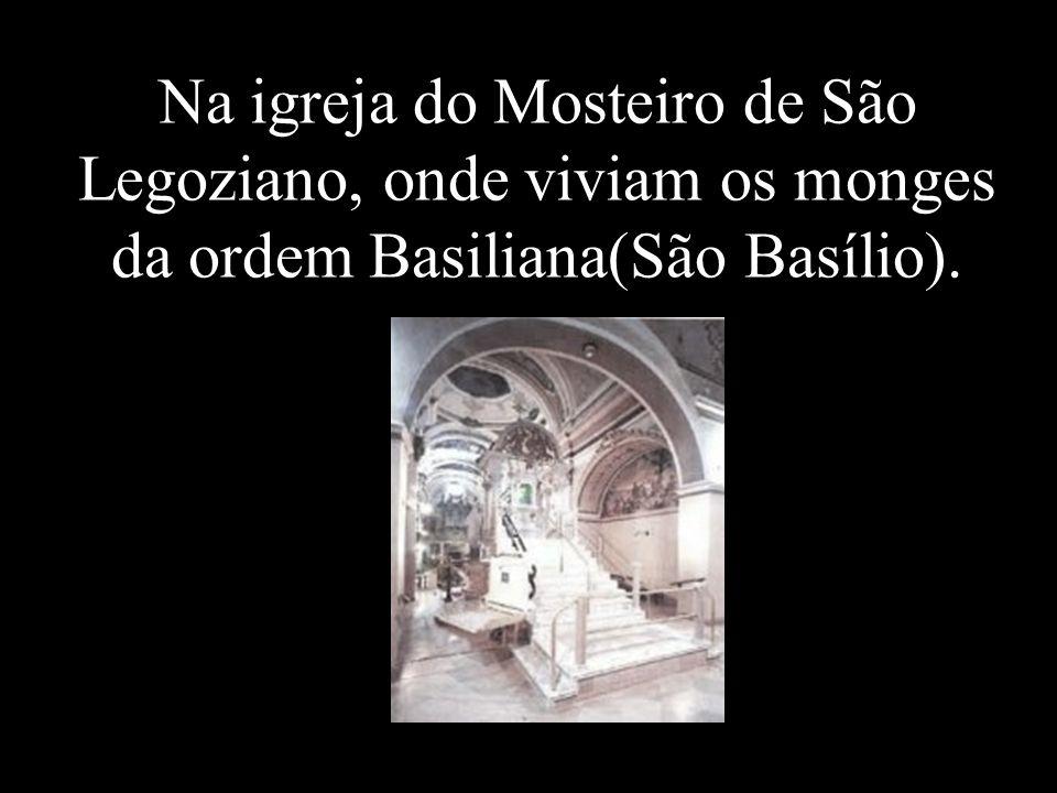 Na igreja do Mosteiro de São Legoziano, onde viviam os monges da ordem Basiliana(São Basílio).